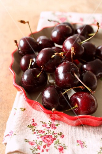 Cherries in a tart mould