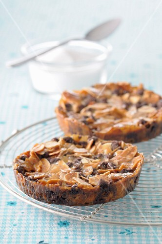 Almond nougatine and chocolate chip tartlets