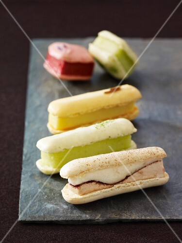 Eclair-style iced macaroons