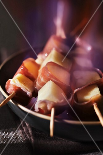Smoked raw ham and Normandy apple flambeed brochettes
