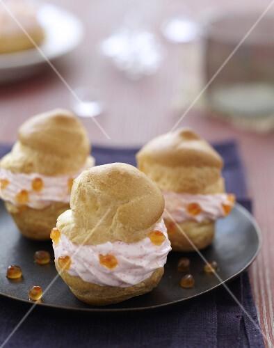 Tarama whipped cream puffs