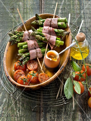Asparagus and bacon brochettes,roasted cherry tomatoes and soft-boiled egg