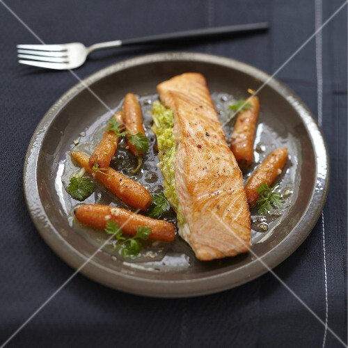 Salmon with wasabi and stewed carrots