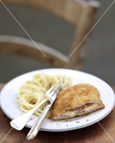 Milan-style veal escalope with spaghettis
