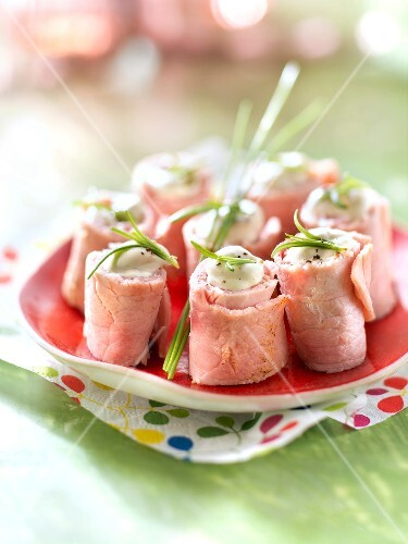 Boiled ham and peppery mayonnaise makis