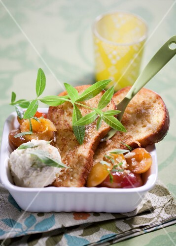 French-toast brioche with mirabelle plums and verbana
