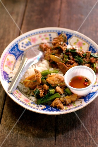 Sauteed peppery pork with green vegetables and rice