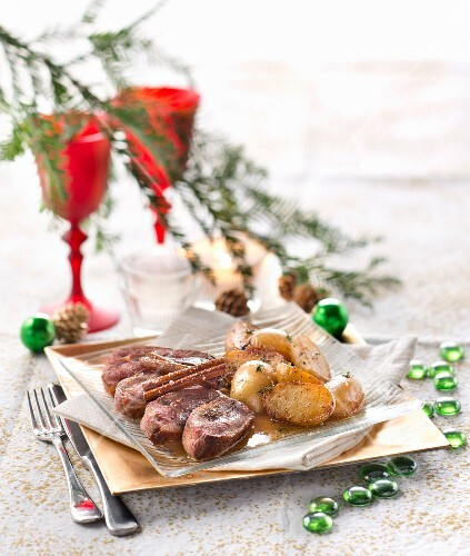 Smoked duck breast with honey, cinnamon and crispy fried potatoes