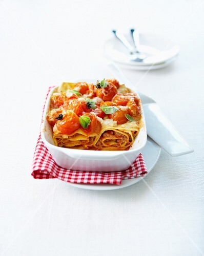 Cannelloni-style beef and cherry tomato lasagnes