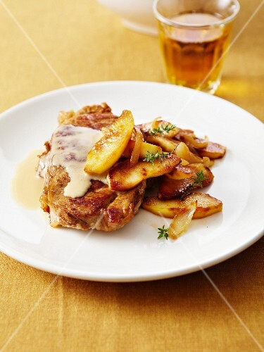 Normandy-style veal chop :creamy Calvados sauce and soft pan-fried potatoes