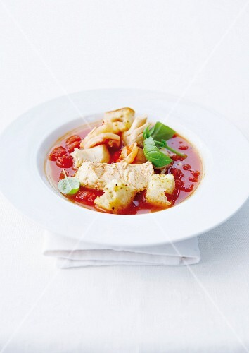 Cold tomato sauce with cod, croutons and basil