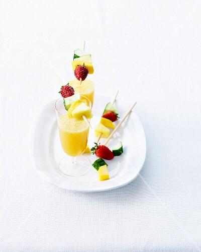 Virgin mango-pineapple cocktail,fresh fruit brochettes