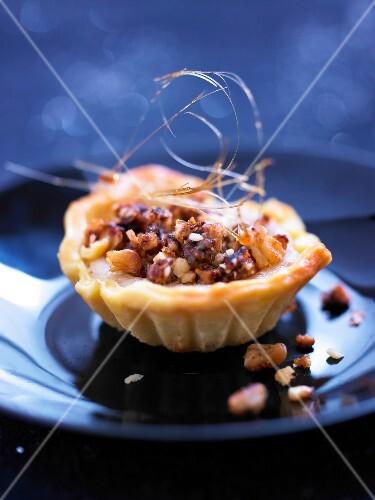 Mini walnut tartlet