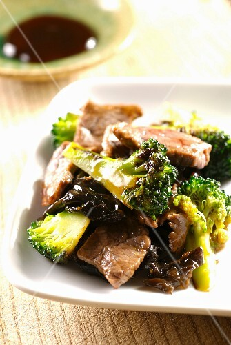 Beef with broccolis and oyster sauce