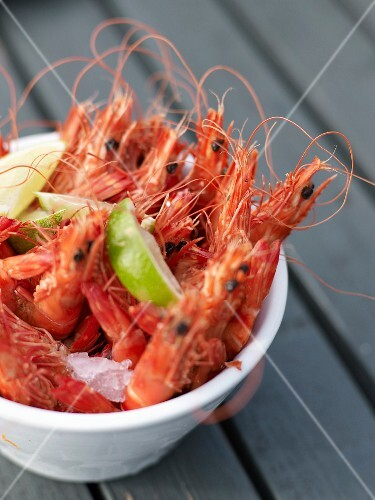 Fresh shrimps with lime