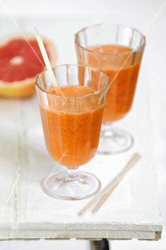 Detox grapefruit cocktail