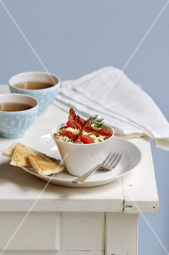 Grapefruit scrambled eggs and bacon chips