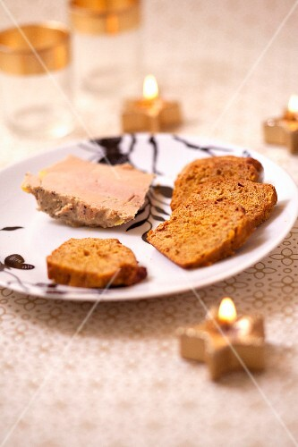 Pumpkin bread with honey foie gras
