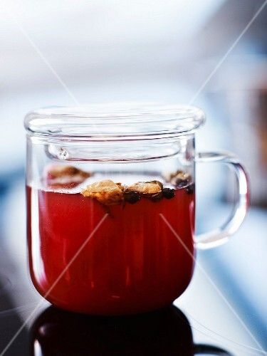 Rooibos red tea with amber rum, rosebuds, orange blossom and white cardamom
