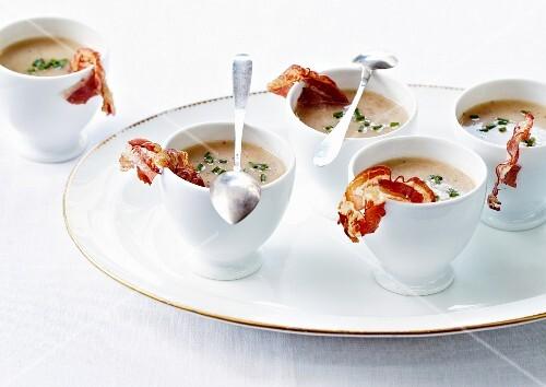 Creamed Jerusalem artichoke soup with crisp bacon