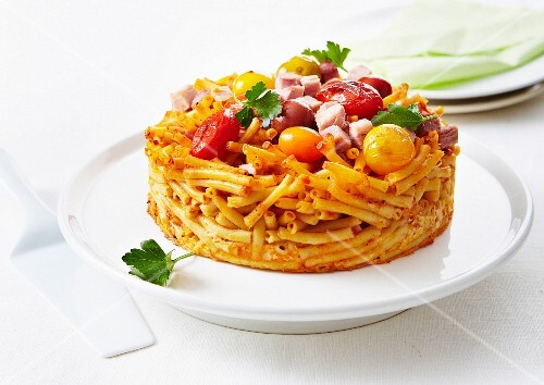 Macaronis and multicolored cherrytomato timbale