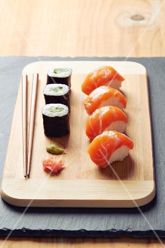 Salmon sushis and salmon makis