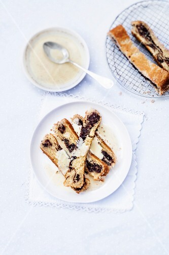 Marble cake with vanilla-flavored custard