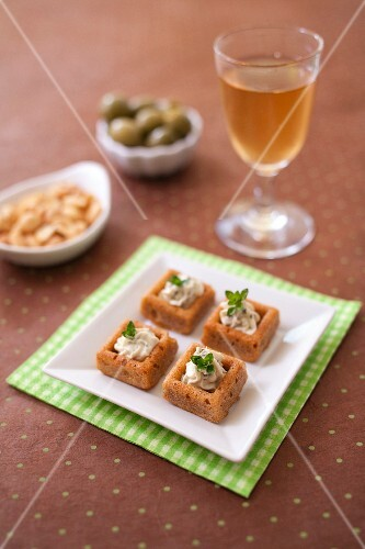 Olive,sun-dried tomato,creamy tofu and herb bites