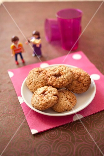 Oatmeal and toffee cookies