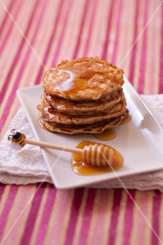 Oatmeal pancakes with honey