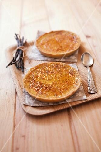 Crème brûlée-style tarts