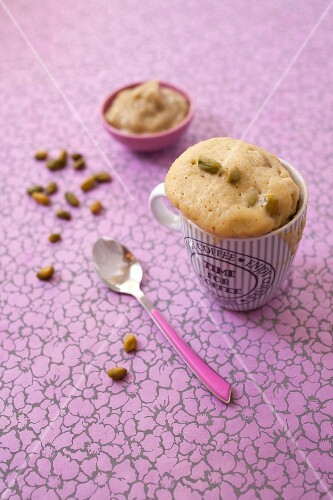 Rhubarb-pistachio mugcakes