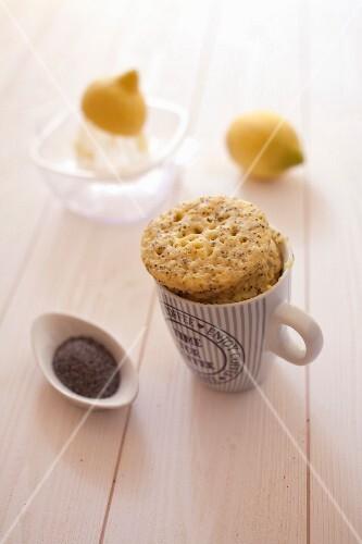 Lemon and poppyseed mugcake