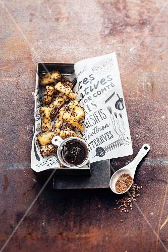 Black sesame seed salsify fries