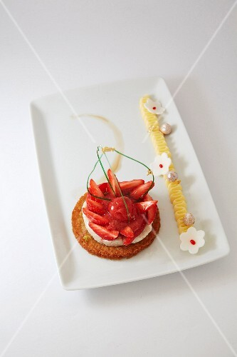 Crunchy strawberry tartlet