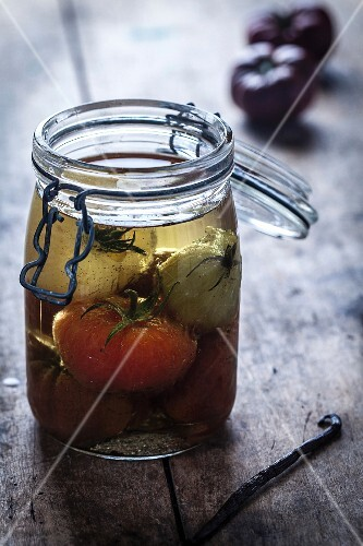 jar of tomates marinated in vanilla-flavored oil
