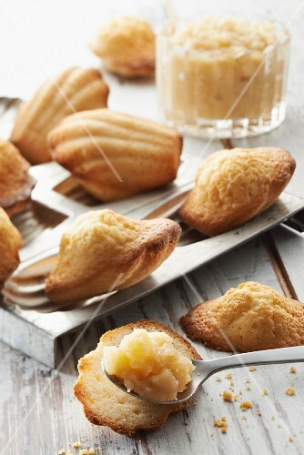 Madeleines and stewed apples with Brittany honey