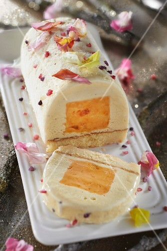Clementine sorbet and tonka bean ice cream log cake