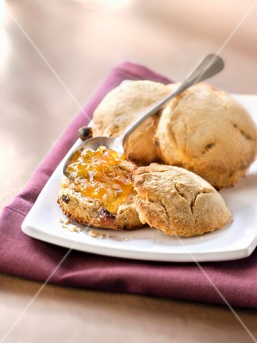 raisin scones with marmelade