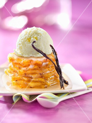Vanilla-flavored roasted pineapple pyramid topped with lemon sorbet