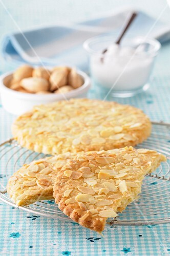 Sablés aux amandes (French butter biscuits with almonds)