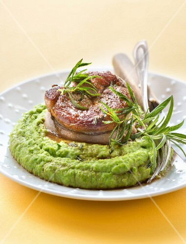 Lamb fillet with rosemary and pureed peas