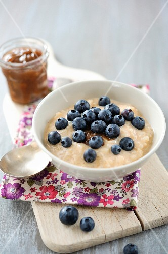 Rice pudding with blueberries and chestnut cream