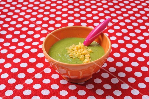 Creamy pea soup with scrambled eggs
