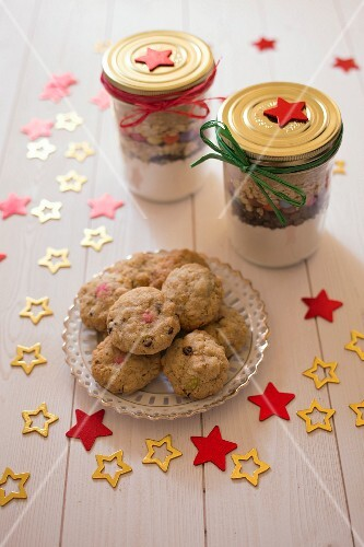 Kit for chocolate chip and Smarties cookies