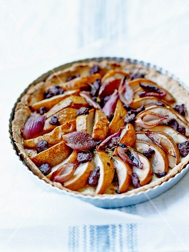 Pear and blood sausage pie