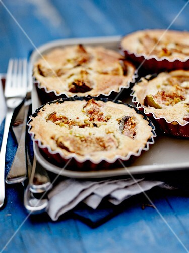 Amandine and fig individual pies