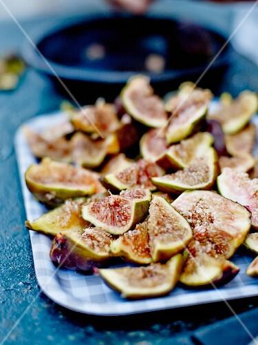 Figs cut in quarters