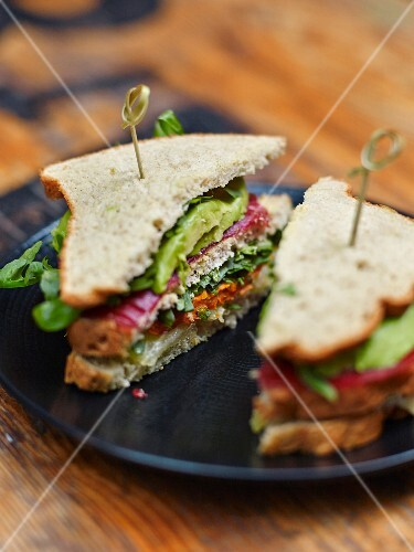 Gluten-free vegetable and bresaola layer sandwich