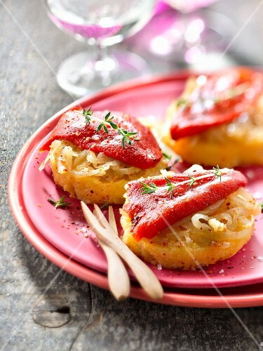 Stewed onion and piquilos peppers on polenta toasts